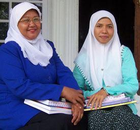 Image of Nilakesuma and Sari, teachers training in Indonesia